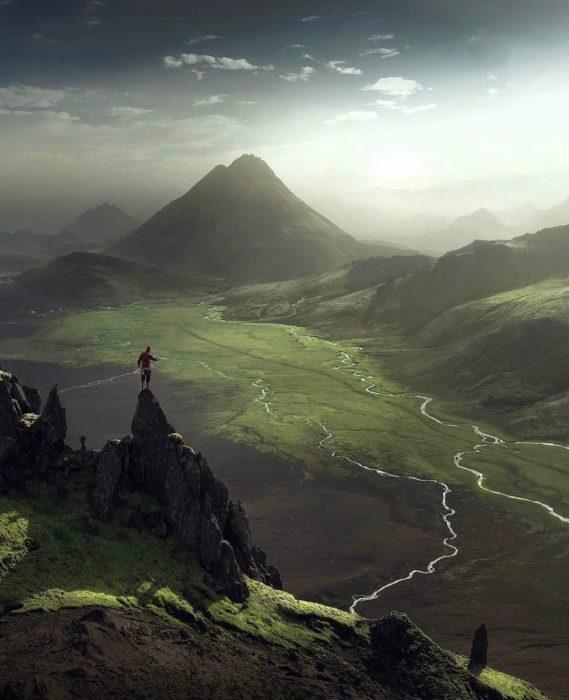 paisaje verde con montañas