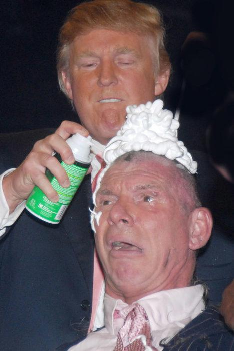 trump afeitando la cabeza de McMahon