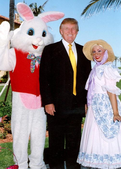 trump con el conejo de pascua y bo peep 2006