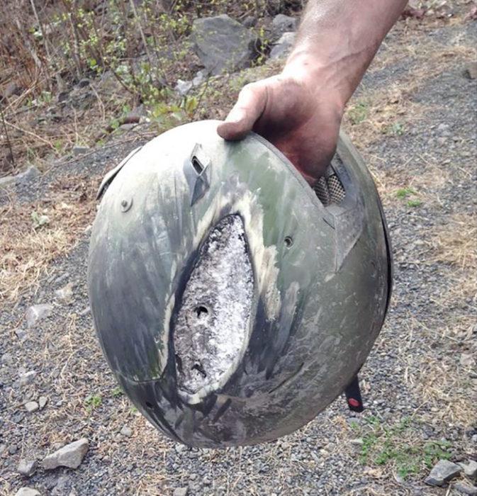 casco quebrado debido a impacto
