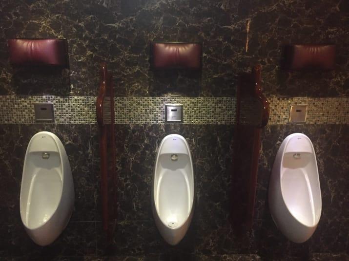 almohada en urinales