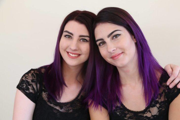 Dobles - tienen el cabello morado