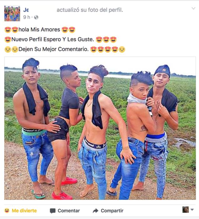 HOMBRES TRATANDO DE SER SEXIES PARA LA FOTO
