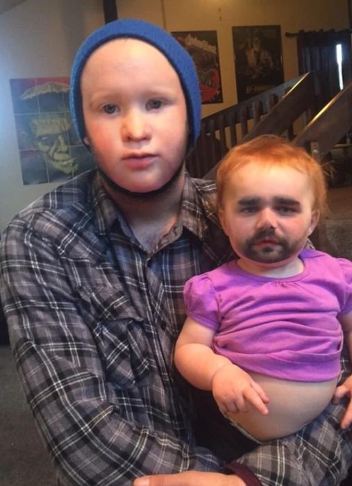¿No es muy pequeña para tener bigote?