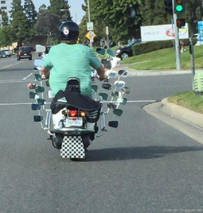 Imágenes inexplicables - motocicleta con muchísimos retrovisores