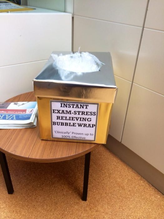 plastico con bolitas estrés escolar