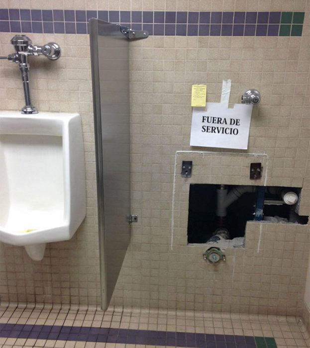 fuera de servicio baño letrero