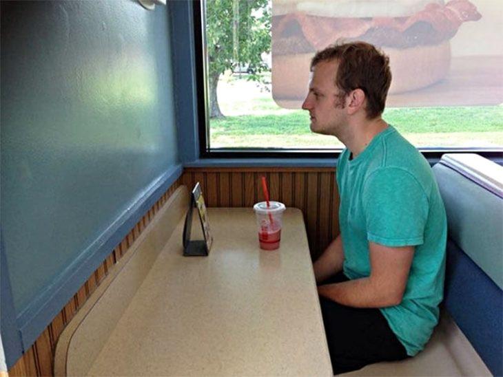 Memes soledad - mesa forever alone