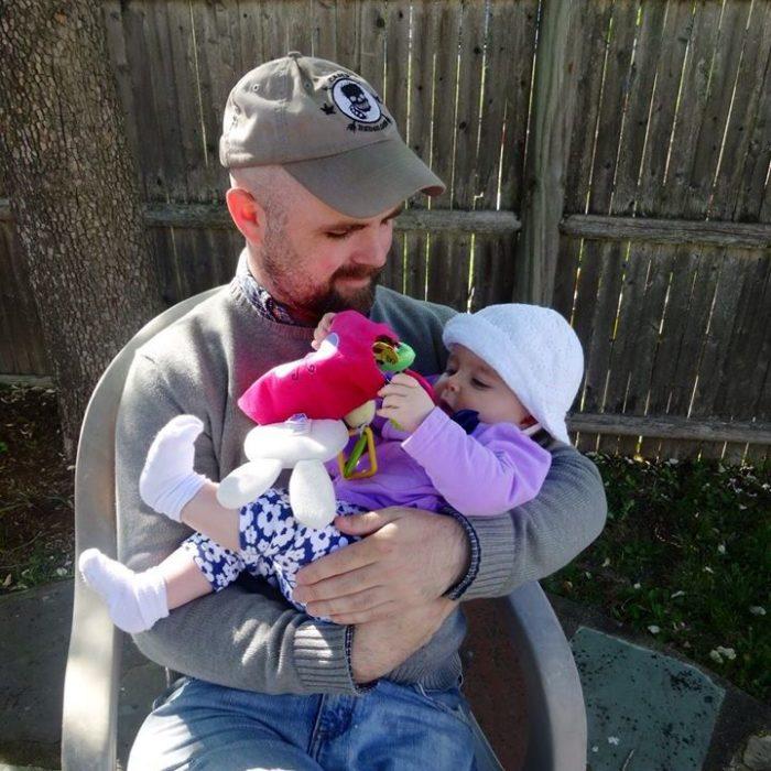 Pat hines 34 años con su hija