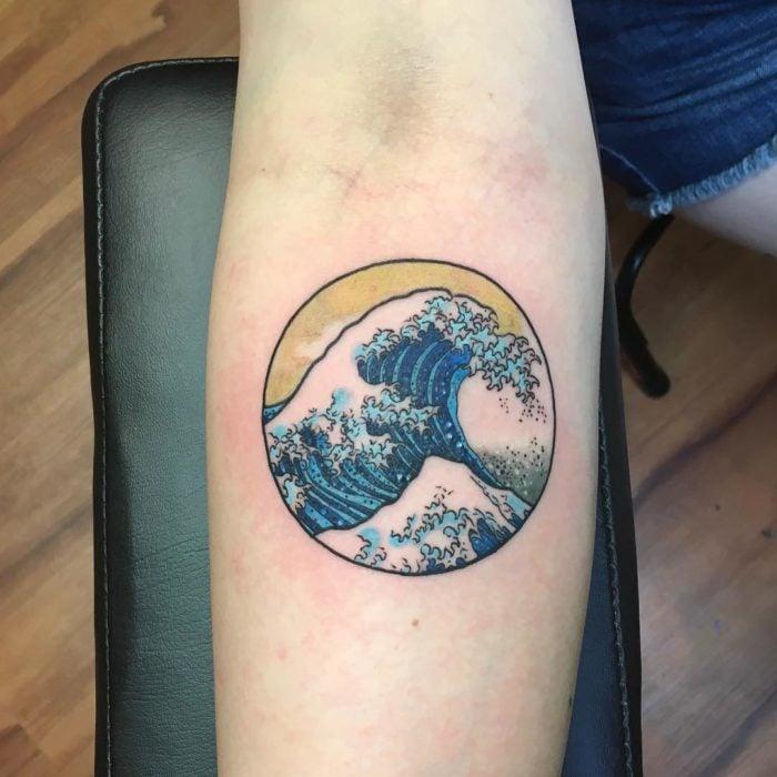 ola Hokusai tatuaje