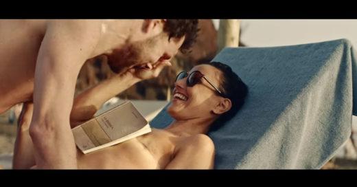 Cover Polémico y aplaudido comercial de gafas que se hizo viral por su apoyo al cáncer de mama