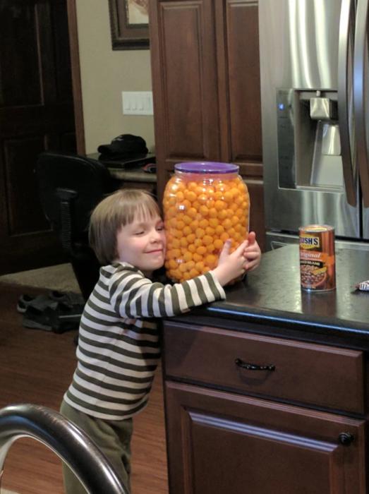 niños prioridades cheetos