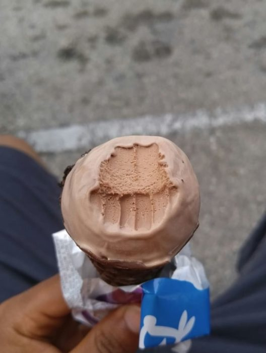 nieve chocolate helado mordida