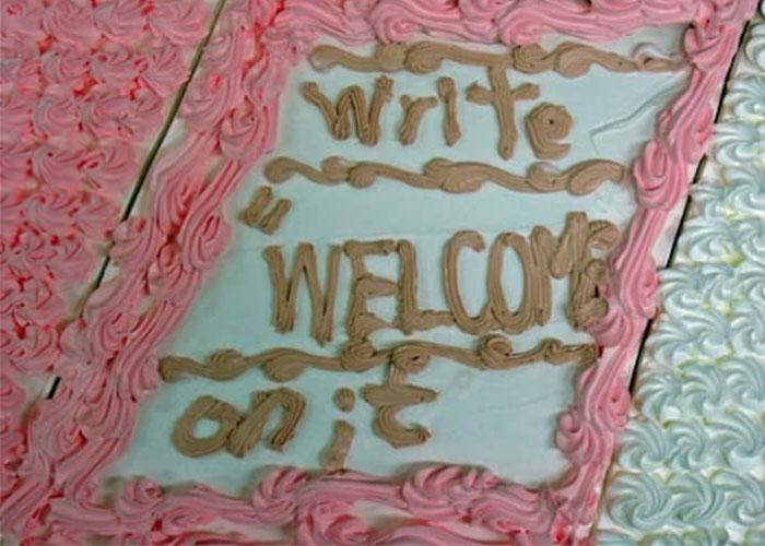 pastel decorado escriba bienvenido