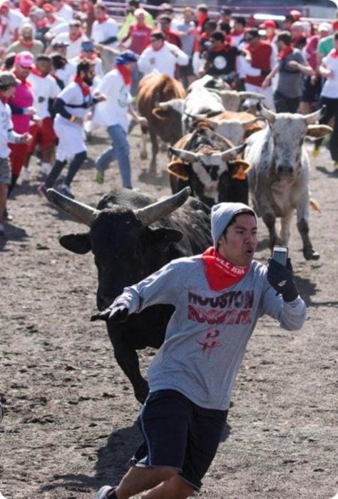 no moriré sin una foto con el toro