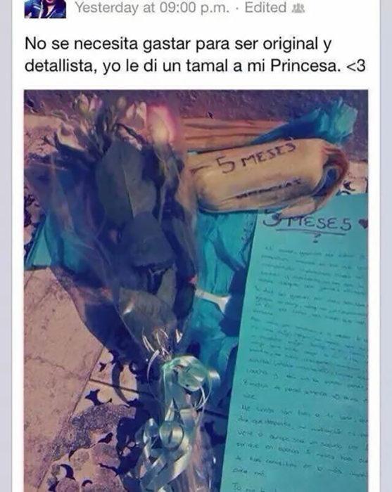 estado de facebook con fotografía de un tamal y un ramo de flores