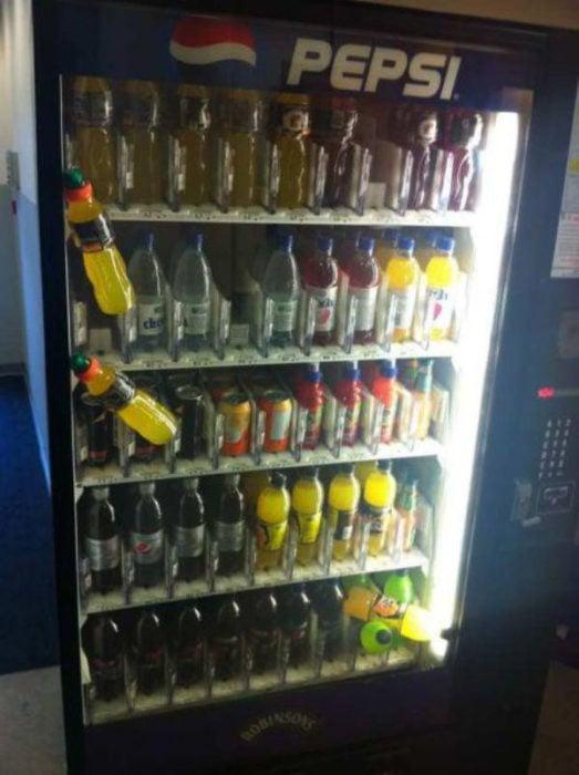 Bebidas atoradas de dispensador automático