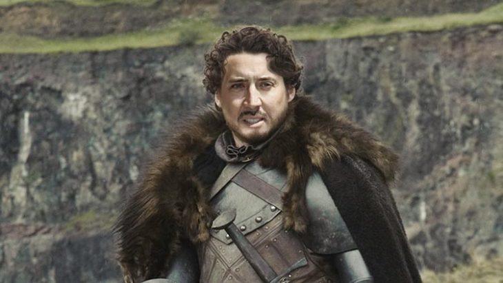 usando Photoshop para poner la cara de Nicolas Cage en Robb Stark