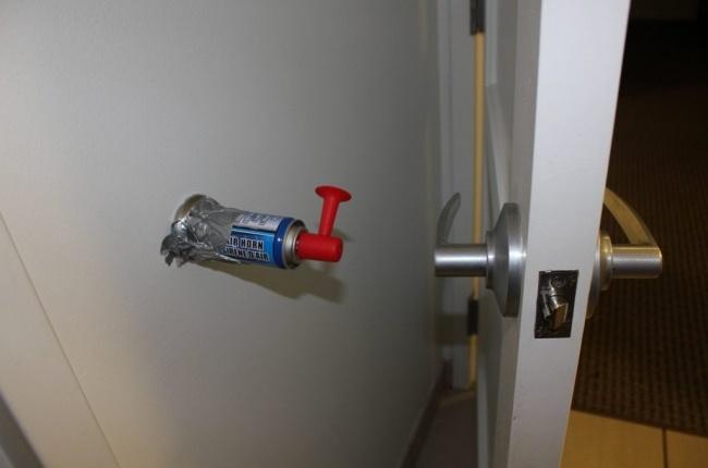 Alarma para no golpear la puerta