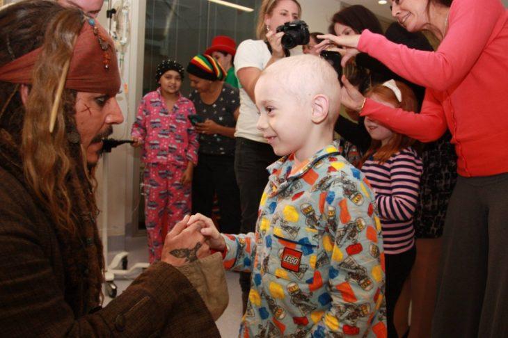 visita hospitales como Jack Sparrow