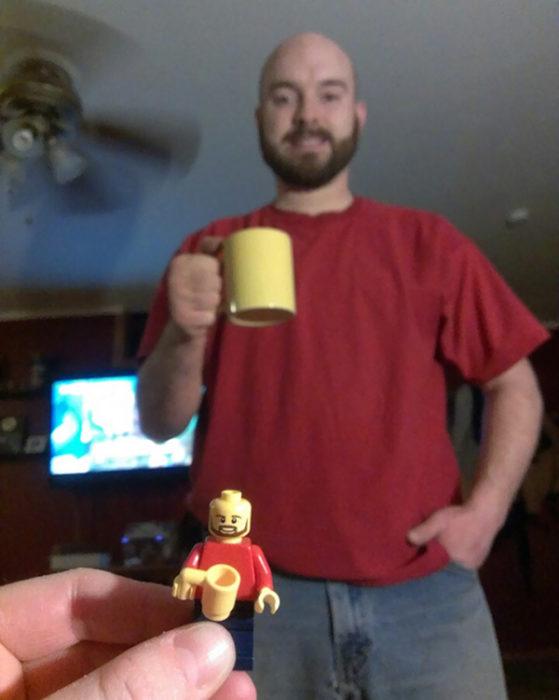 Figura de lego parecido a un hombre