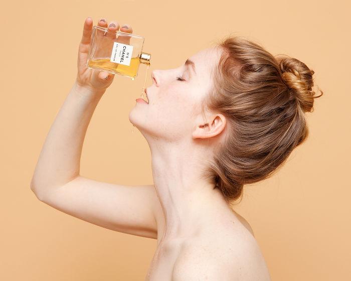 servir perfume como licor