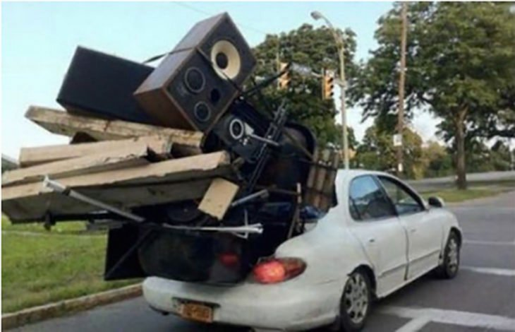 equipo de sonido completo llevado dentro de la caja de sedan