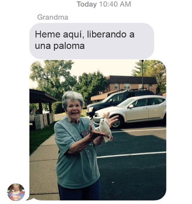 abuela liberando a una paloma