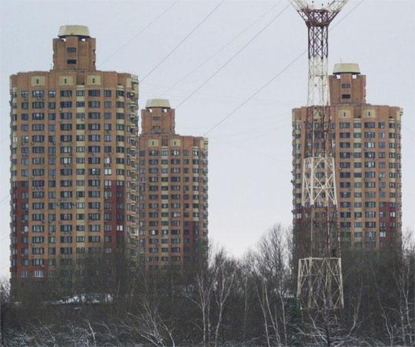 Los tres edificios