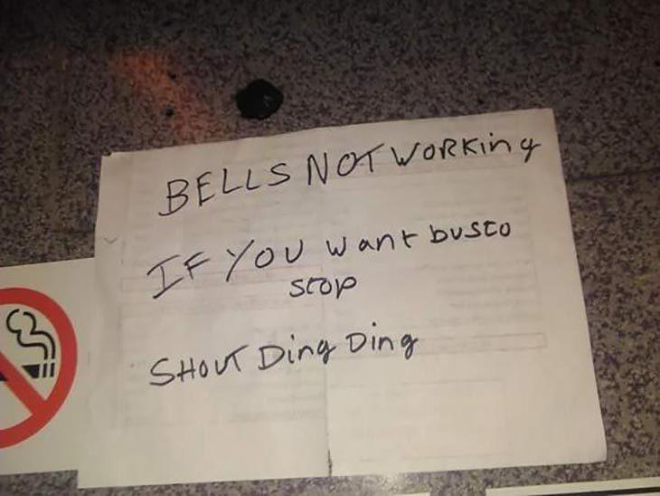 cartel que advierte que el timbre no funciona