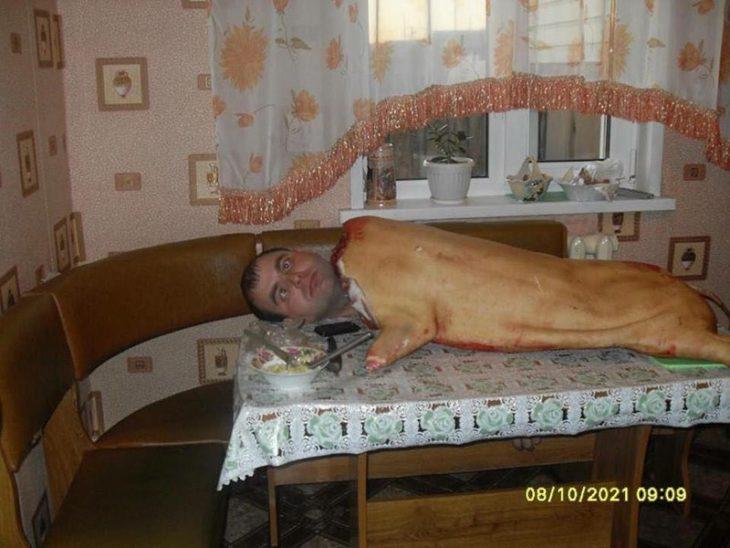 sujeto dentro de un cerdo para asar