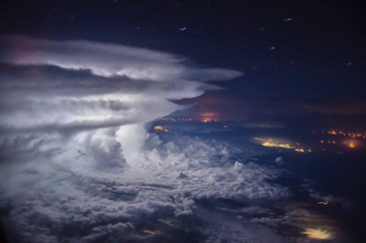 Gran nube de tormenta vista desde los aires