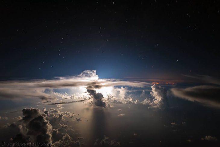 Nubes de tormenta a unos cuantos kilómetros de la costa de Miami