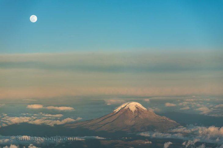 Volcán chimbolazo de Ecuador desde una avión