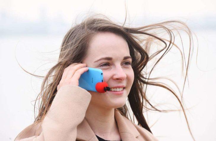 objeto para evitar que el viento no deje escuchar las llamadas