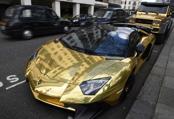 o cubiertos de oro