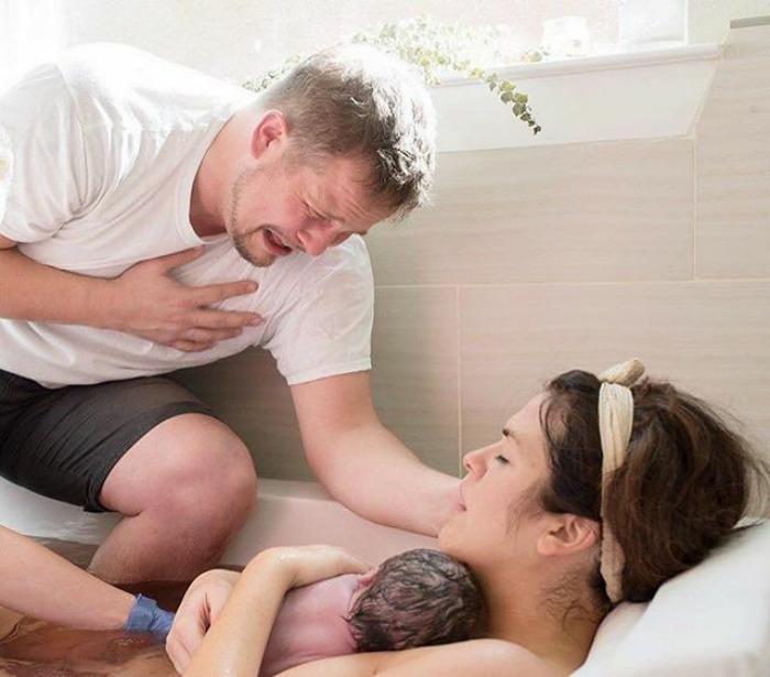 conciendo a su hijo por primera vez