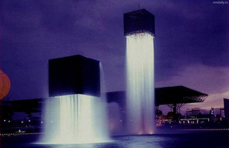 nine floating fountain en Osaka