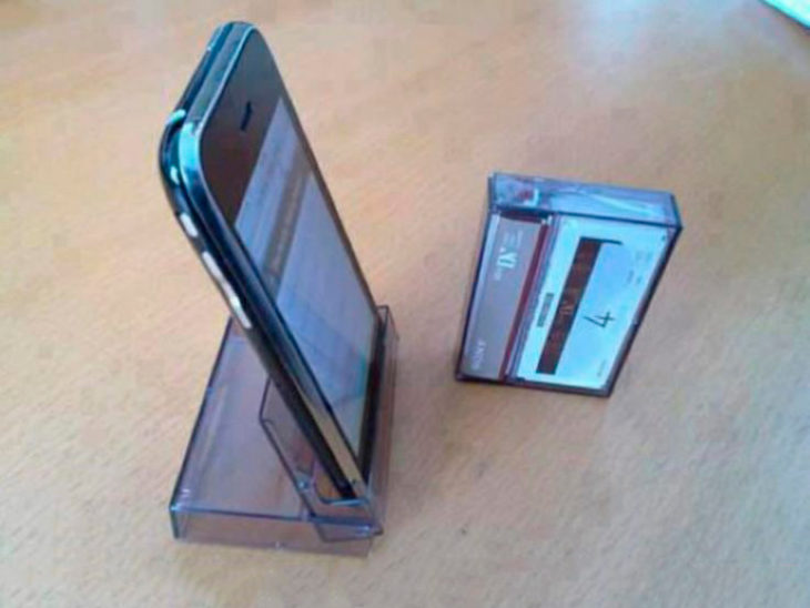 Caja de cassette para sostener el celular