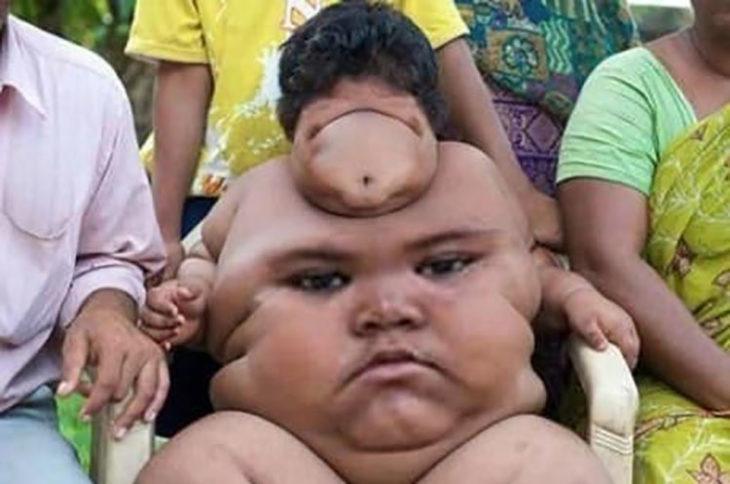 niño cambia de cara con su barriga