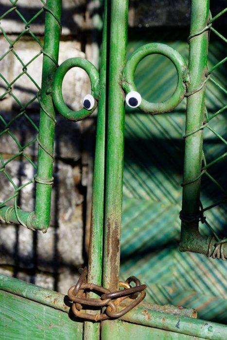 eyebombing para una puerta verde