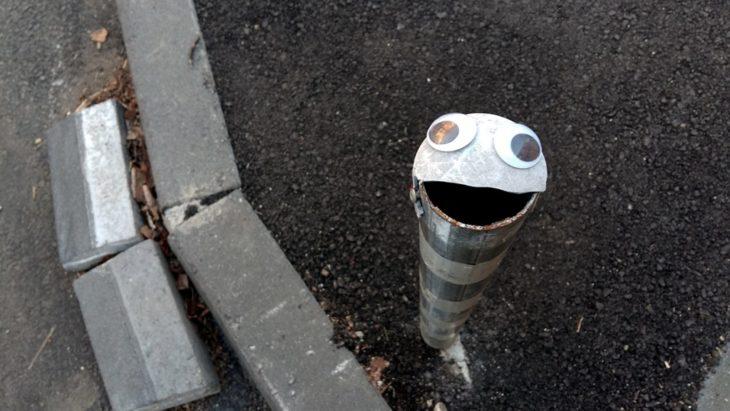 viejo tubo de contención con eyebombing
