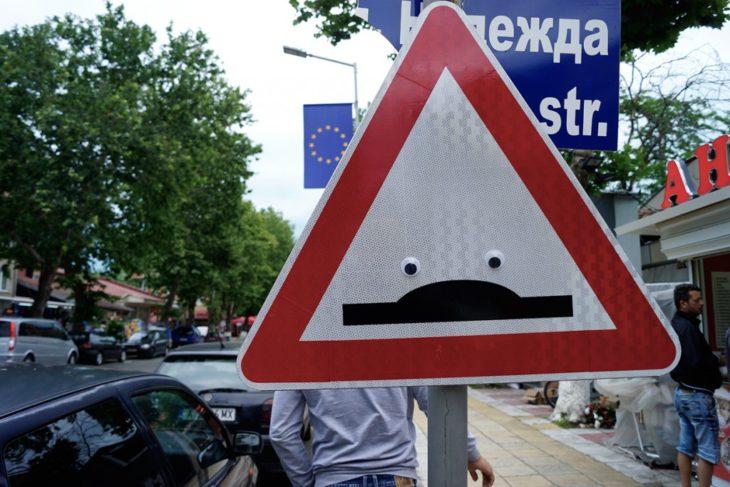 letrero urbano usado para los ojos locos