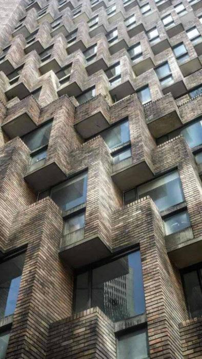 Edificio formas perfectas cuadradas