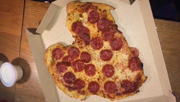 pizza sin forma casi consigue ser un corazón