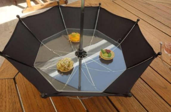como cuando atrapas la comida con el paraguas