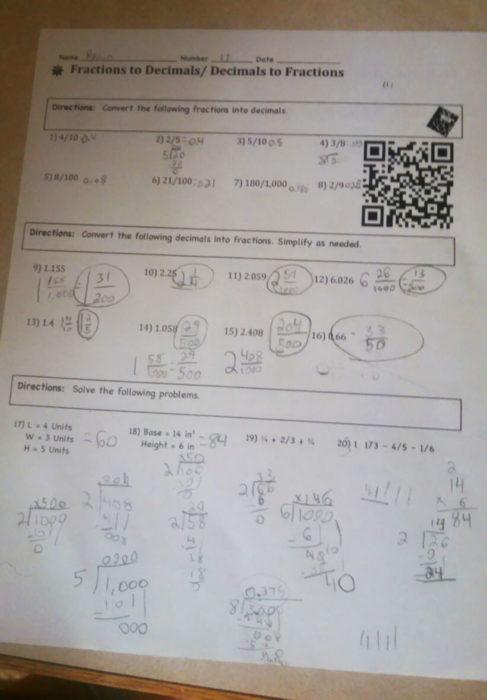 tarea con un código QR que al escanearlo te lleva a una explicación en YouTube