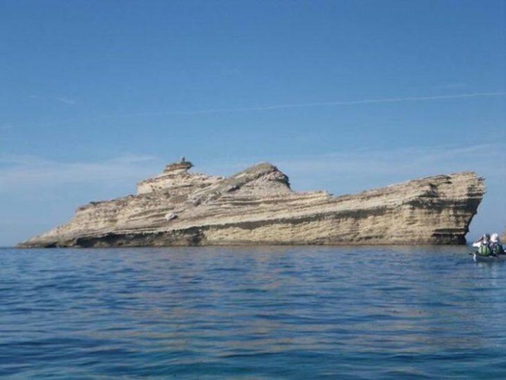 Gran roca que parece ser un barco