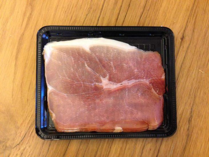 paquete de carne que parece que esta distorsionado