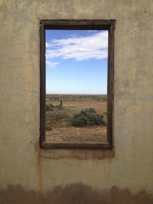 ventana pareciera ser un cuadro de arte realista